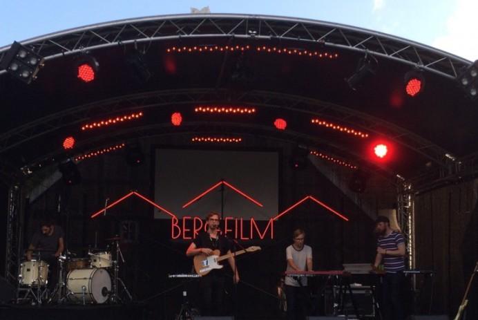 Neonfields Bergfilm