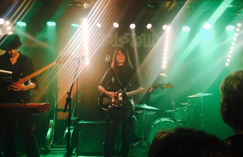 Findlay auf ihrem Konzert im Molotow in Hamburg am 03.12.15